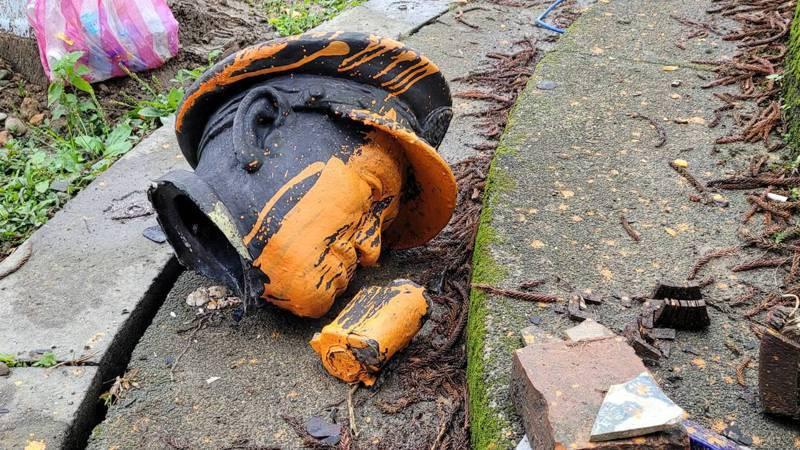 蔣介石銅像被拆斷成3截,國民黨基隆市黨部聲明荒謬痛心。記者游明煌/攝影
