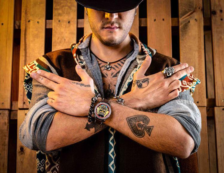 舊時代的墨西哥牛仔遊走在荒煙蔓草的廣大土地上,草莽形象,有時傳說是打家劫舍的黑幫...