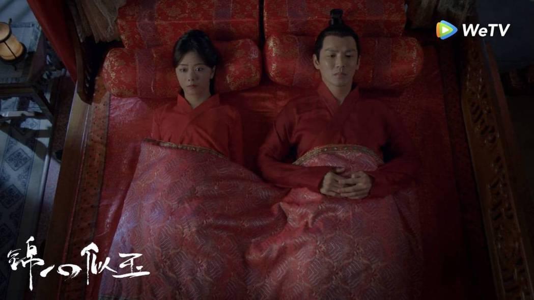 「錦心似玉」戲迷急著想看譚松韻(左)、鍾漢良圓房。圖/WeTV提供