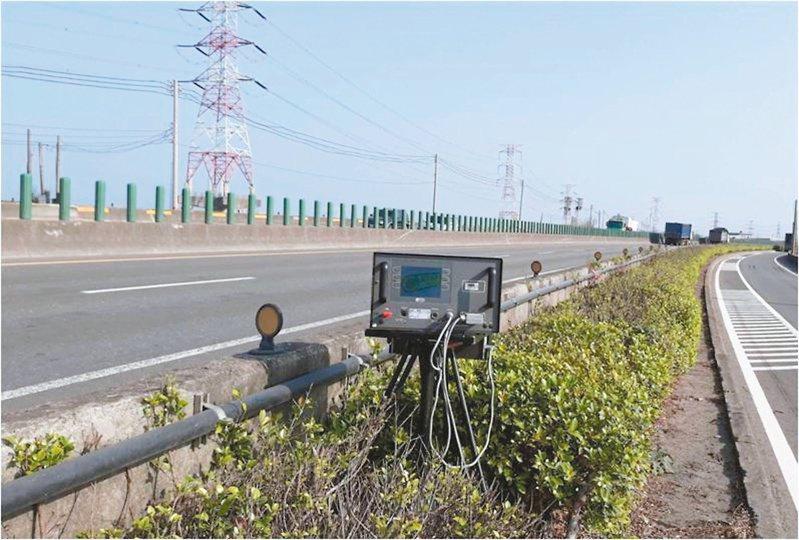 台61線西濱快速公路近來車禍頻傳,即日起加強執法,遏止超速等違規。 圖/警方提供