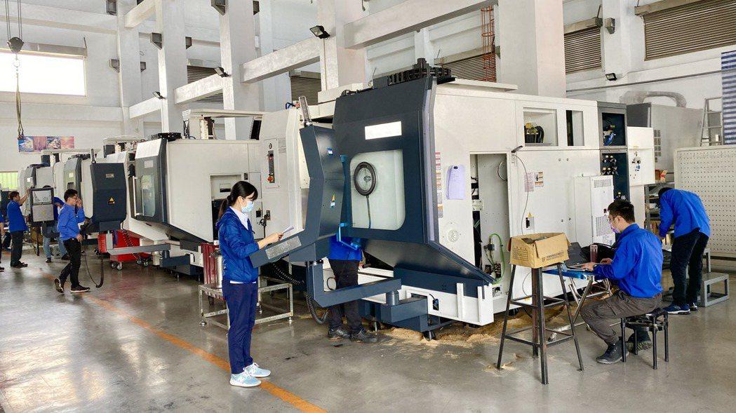 工具機產業景氣明顯復甦,目前短急單湧現,各家廠商生產線相當忙碌。記者宋健生/攝影