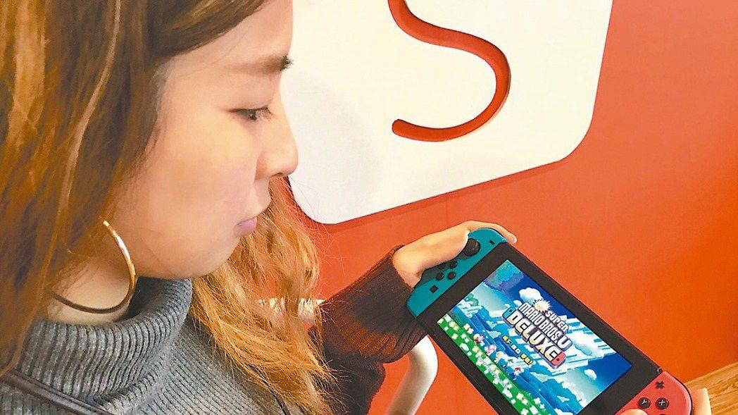 任天堂Switch遊戲機據傳正規劃升級版,將搭載7吋OLED面板。(路透)