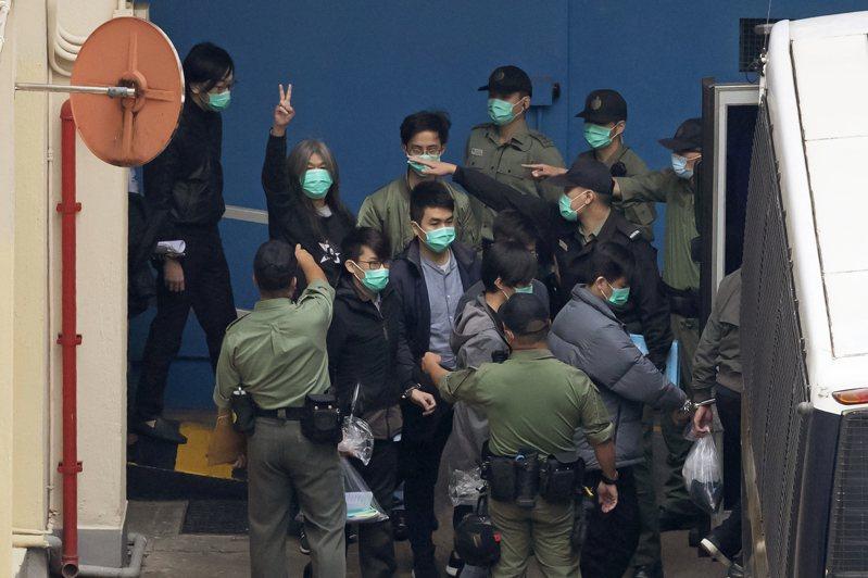 香港47位泛民派人士被起訴審判,罪名是「串謀煽動顛覆國家政權罪」,亦即叛亂罪,最高刑期為無期徒刑。(美聯社)