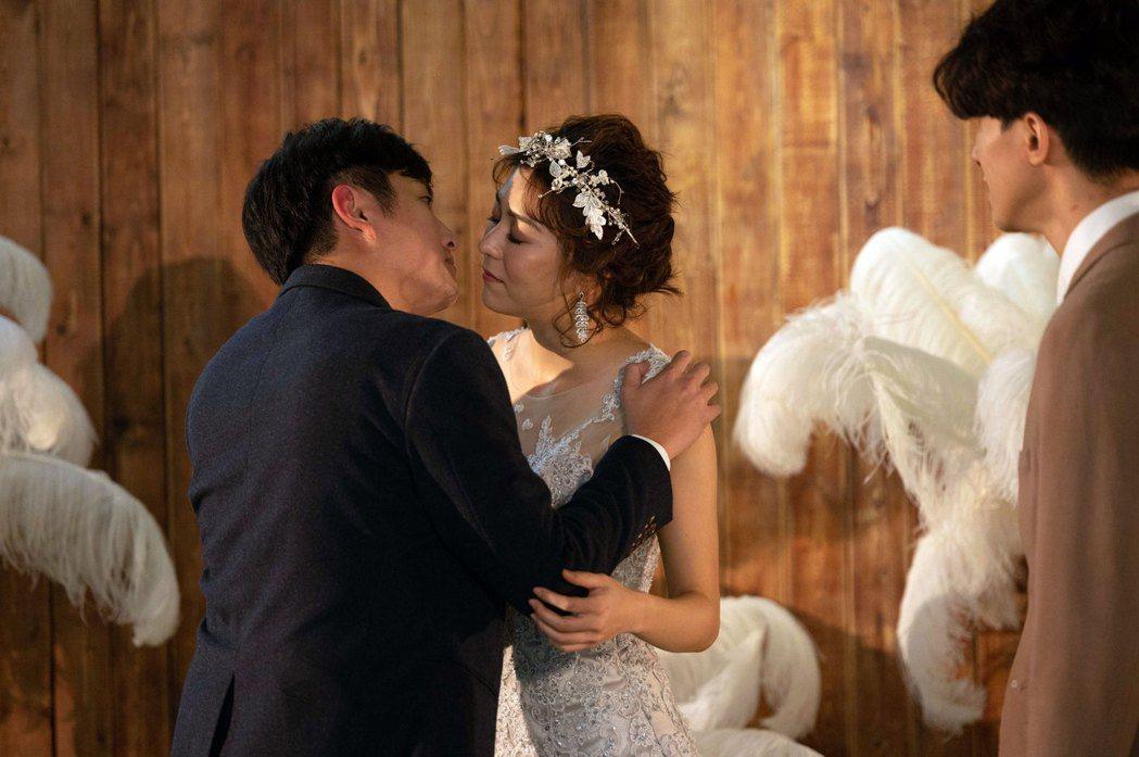 黃靖倫(左)作夢娶得美人歸。圖/TVBS提供