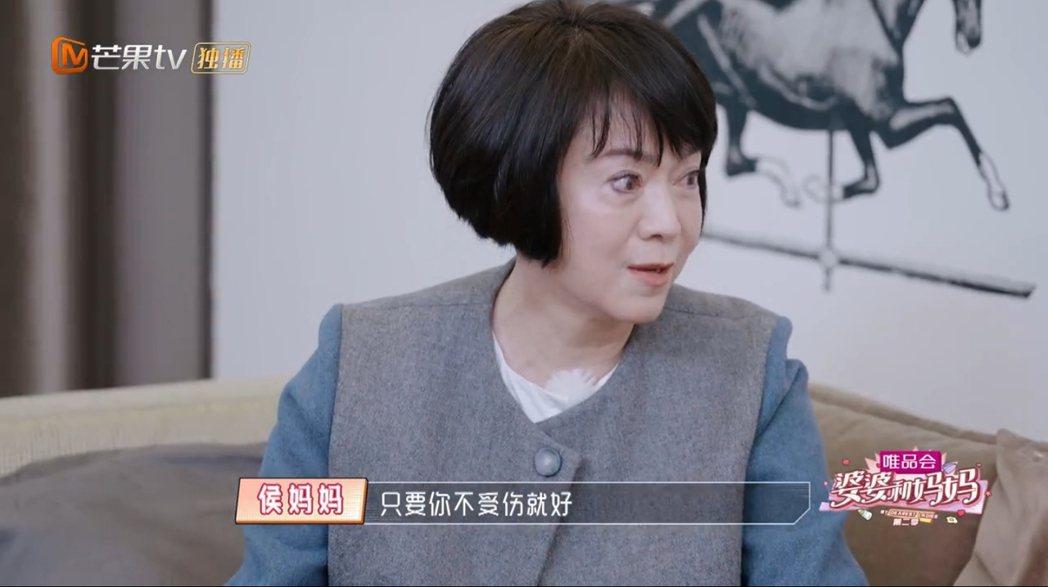 侯佩岑與媽媽林月雲談到過往的家庭狀況。 圖/擷自芒果tv