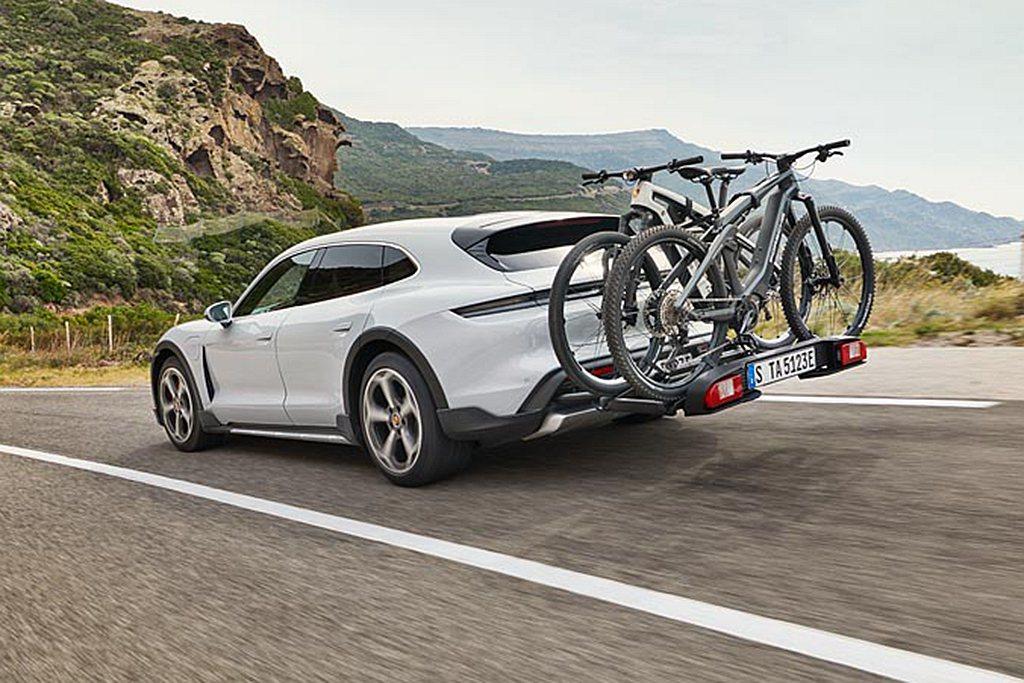 保時捷更為Taycan Cross Turismo車主設計打造專屬車後自行車架,...