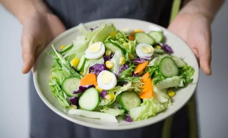 戒吃澱粉與碳水化合物,但還是要多補充蛋白質與蔬果。  圖/Pelexs
