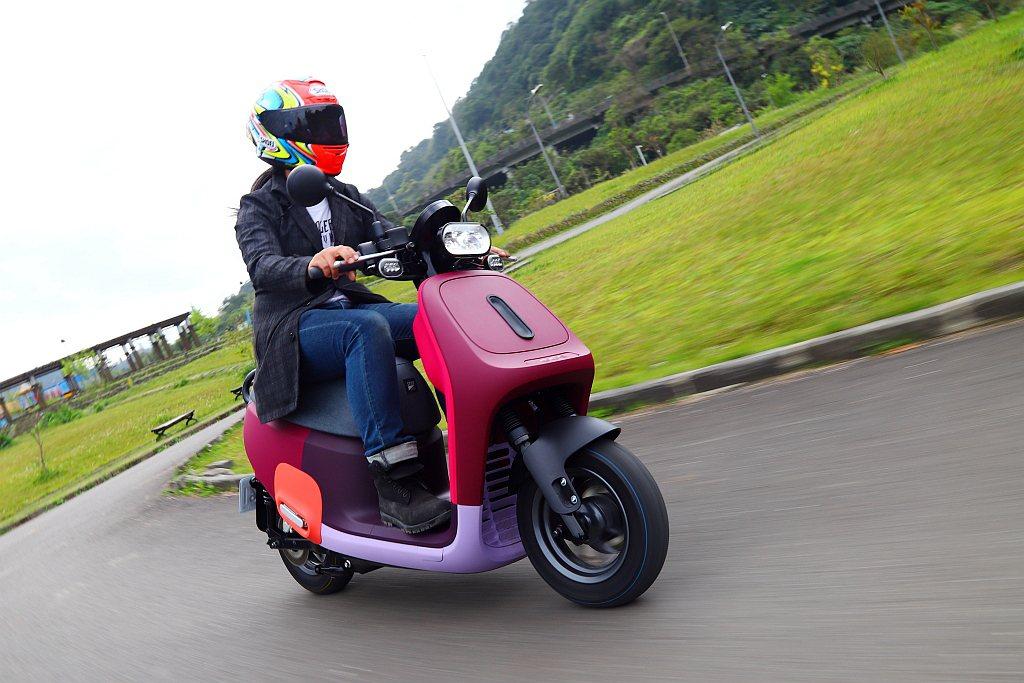 採用10吋胎設定除了有效降低騎乘高度並提供更靈活的操控之外,主要訴求還是10吋胎...