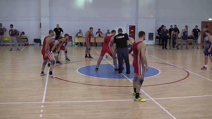 俄羅斯人發明的「Rugball」,結合橄欖球與籃球一項運動,還舉辦聯賽。 擷圖自畫面