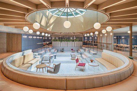Linehouse將游泳池,改造成開放式辦公空間。圖/Linehouse