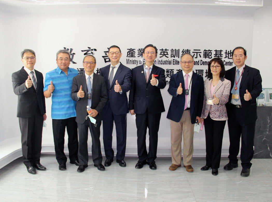 僑委會、考試委員、泰國代表聯袂參訪龍華科大,肯定培育僑外生成效。龍華科大/提供