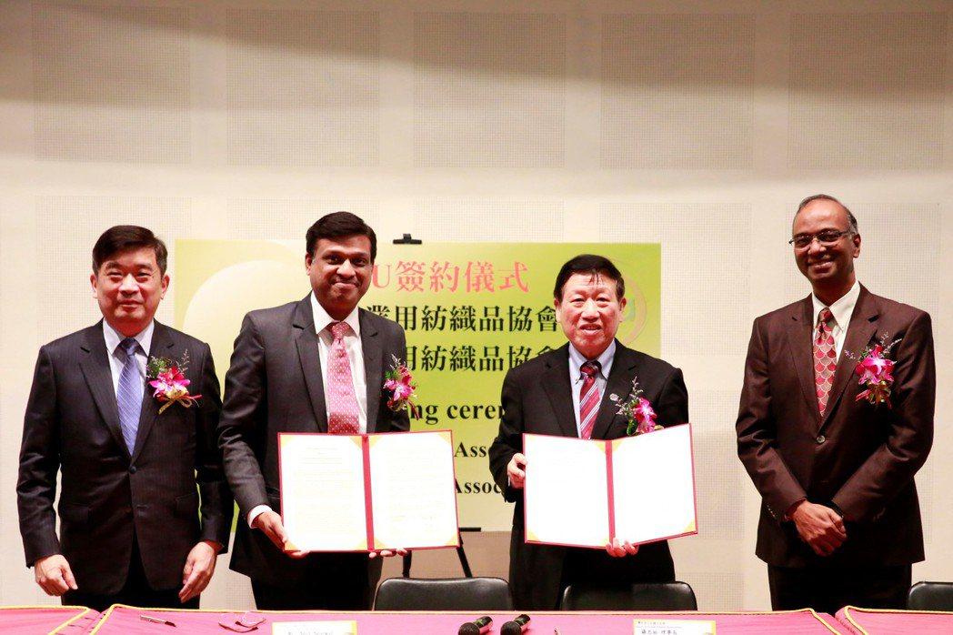 紡織所所長李貴琪(左起)、印度產業用紡織品協會副會長Amit Agarwal、台...