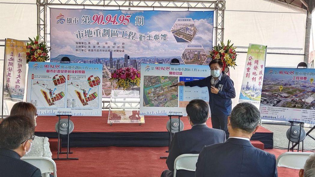 地政局長陳冠福說明市地規劃進度。 楊鎮州/攝影