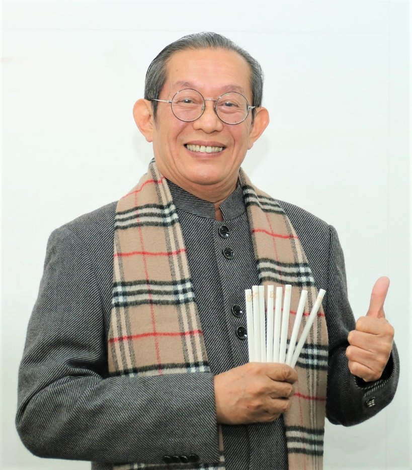 台灣旺萊生技董事長黃淇笙不惜時間與成本,研發一體成型專利環保紙吸管,並經國際單位...