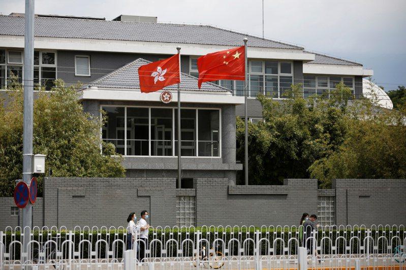 中國人大會議將修改香港選制議案提上議程。官媒央視宣稱,香港將邁入50年不變的下半場,「愛國者治港」是保障香港長治久安的重要一步。路透社