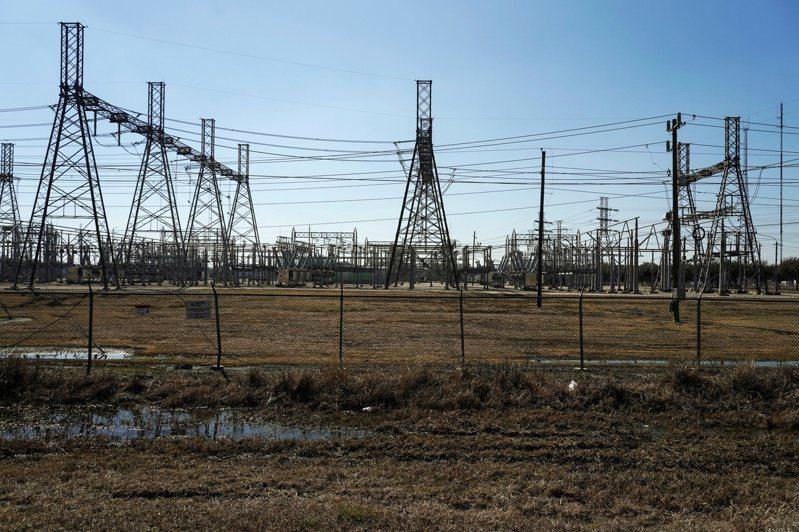 讓美國德州陷入混亂的極地渦旋,持續對德州電網營運商德州電力可靠度委員會造成巨大影響。德州電力可靠度委員會宣布開除執行長,同一天國會也對其疏失發起調查。 路透社
