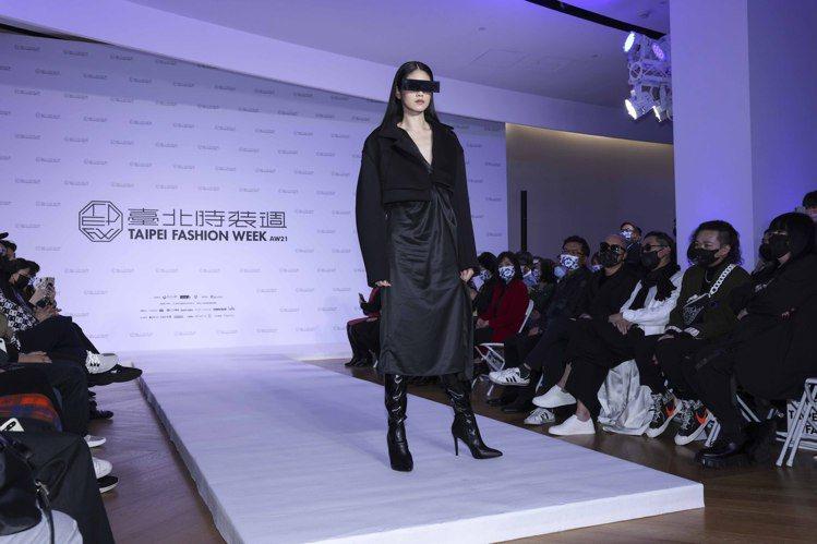 台北時裝周展前記者會率先發表的作品包括DOUCHANGLEE的設計。記者王聰賢/...