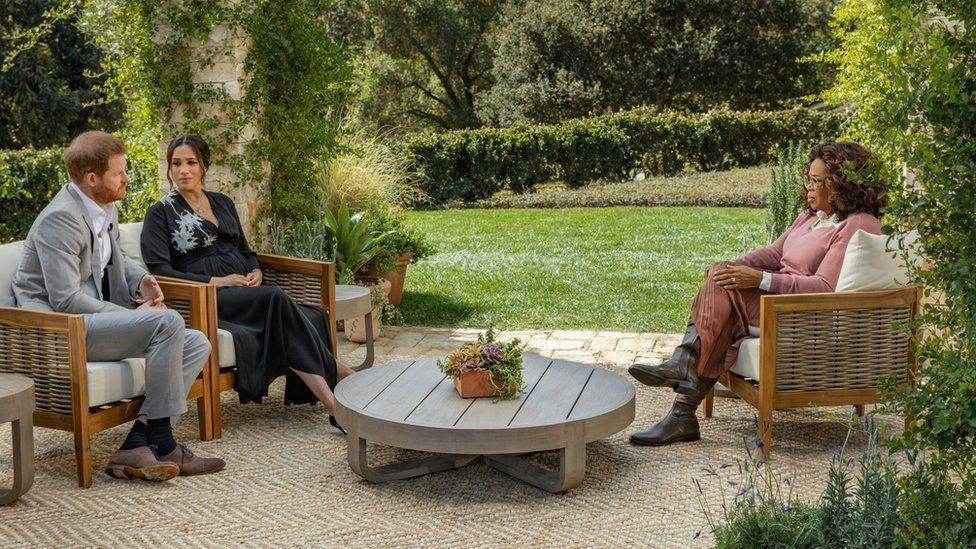 哈利(左起)、梅根和歐普拉的電視專訪,對英皇室堪稱巨大風暴。圖/摘自YouTub...