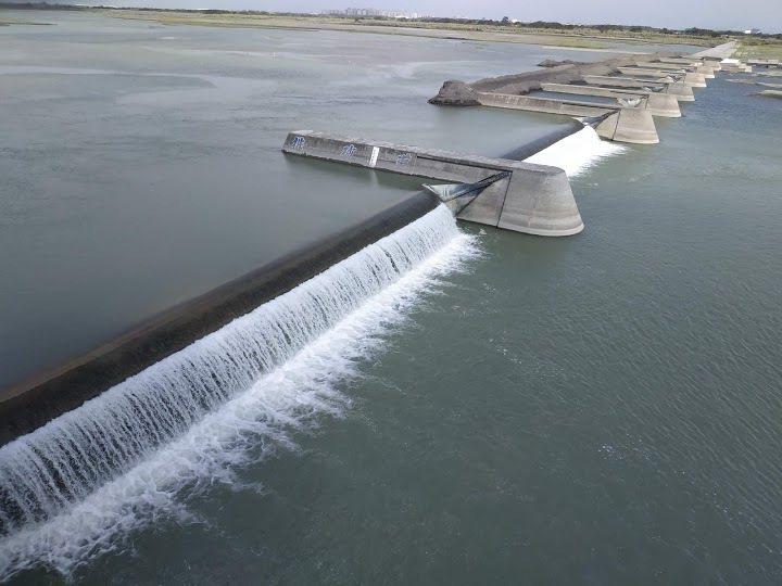 乾旱不雨,高屏溪的川流量持續下探,每秒流量僅剩約6.4cms,再創新低。圖/高雄市水利局提供