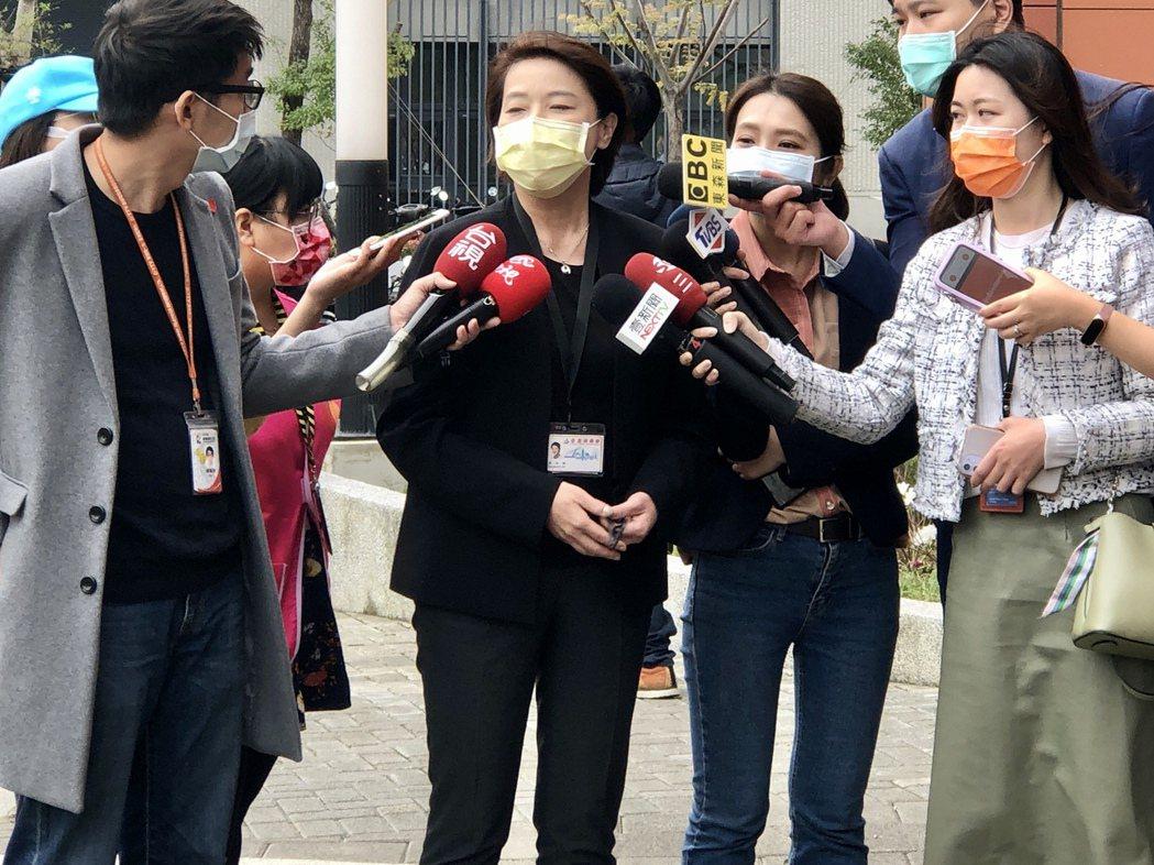 台北市副市長黃珊珊受訪時表示,疫苗不是首長說要打就能打的。記者鍾維軒/攝影