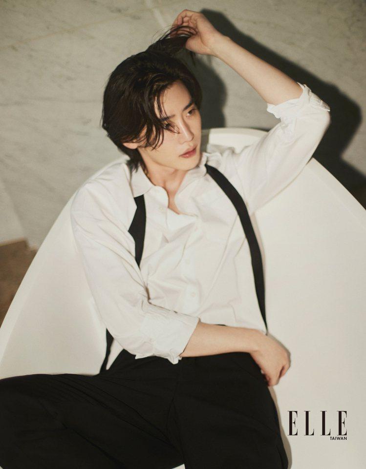李鍾碩退伍後帶著一頭長髮回歸演藝圈。圖/ELLE提供