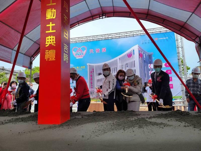 綜合式長照機構「鑫淼天使居」今天在林口區文林公園對面舉辦動土典禮。記者江婉儀/攝影