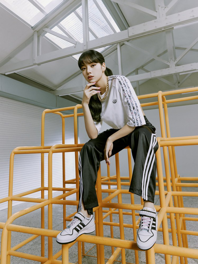 BLACKPINK成員LISA演繹adidas Originals全新春季女生系...