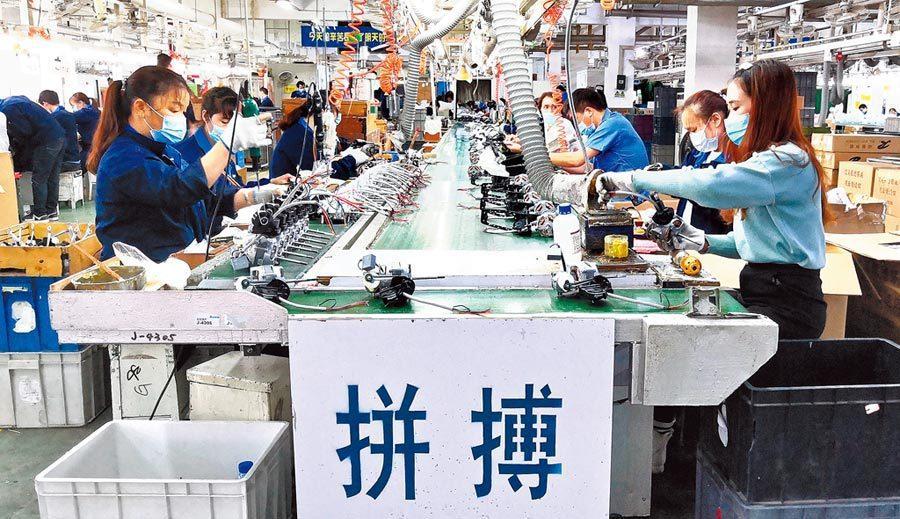 專家認為,6%以上的經濟增長目標是很容易實現的。新華社資料照片