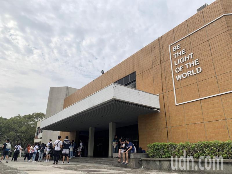 辛丑梅竹賽今天下午在陽明交通大學中正堂舉行,因賽前爭議不斷,清大方面集體缺席。記者巫鴻瑋/攝影