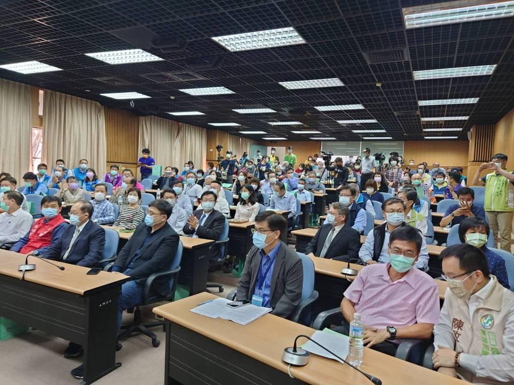 中油今(5)日與高雄市小港高中簽署成立「中油科學班」。照片/中油提供