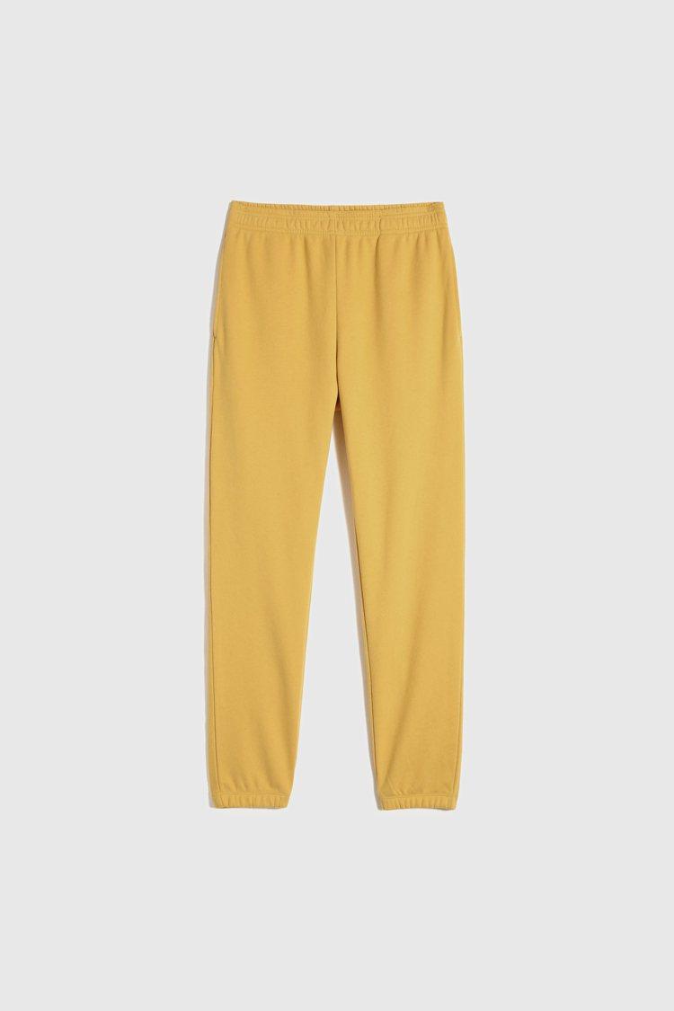 GAP早春「法式圈織」柔軟系列休閒褲999元。圖/GAP提供