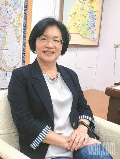 AZ疫苗抵台,彰化縣長王惠美今表示依中央排序規定,在疫苗充足情況下,配合施打。報...