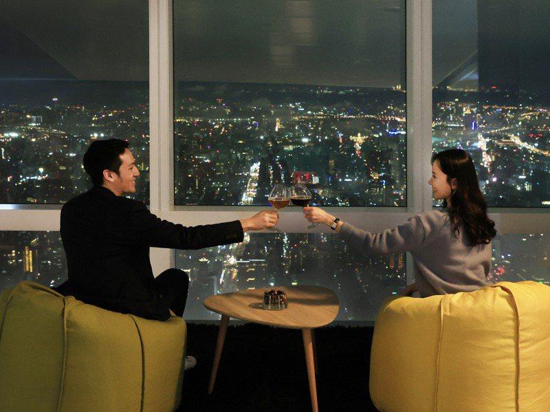 台北101觀景台去年只能瞄準國人使出各種行銷手法,力拚轉型、苦撐待變,圖為「夜之101」活動。圖/台北101提供