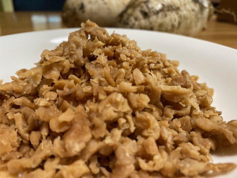 為了方便煮食,切成細碎的蘿蔔乾米醃製時只要放3%的鹽。圖/朱慧芳提供