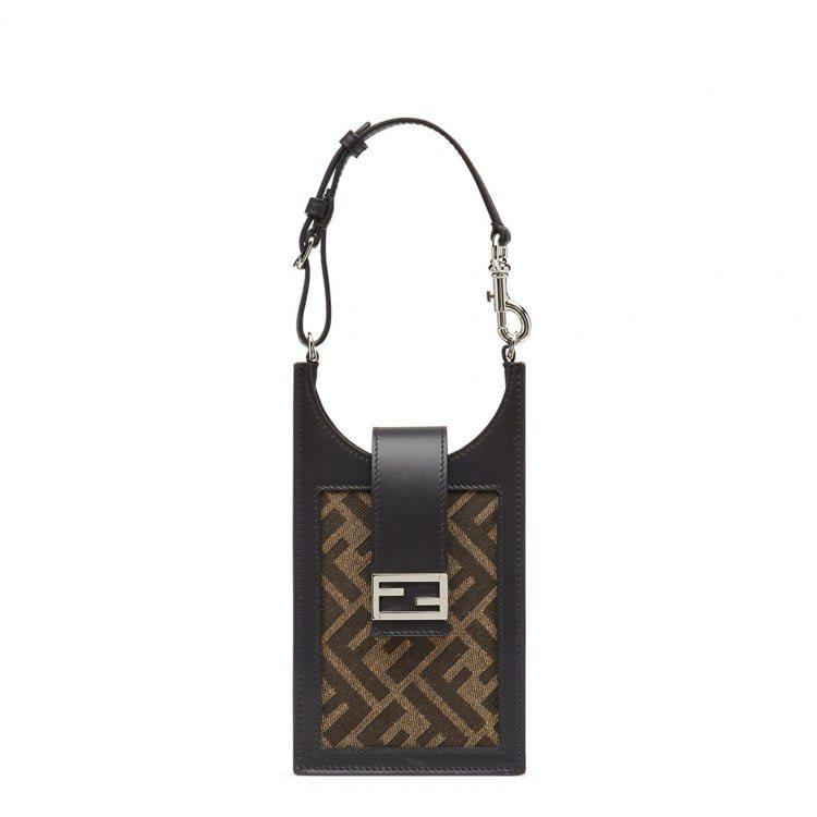 FENDI FF Logo手機袋,24,500元。圖/FENDI提供