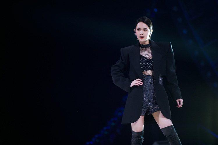 楊丞琳錄製「乘風破浪的姐姐2」踢館成功登上微博熱搜。圖/環球提供