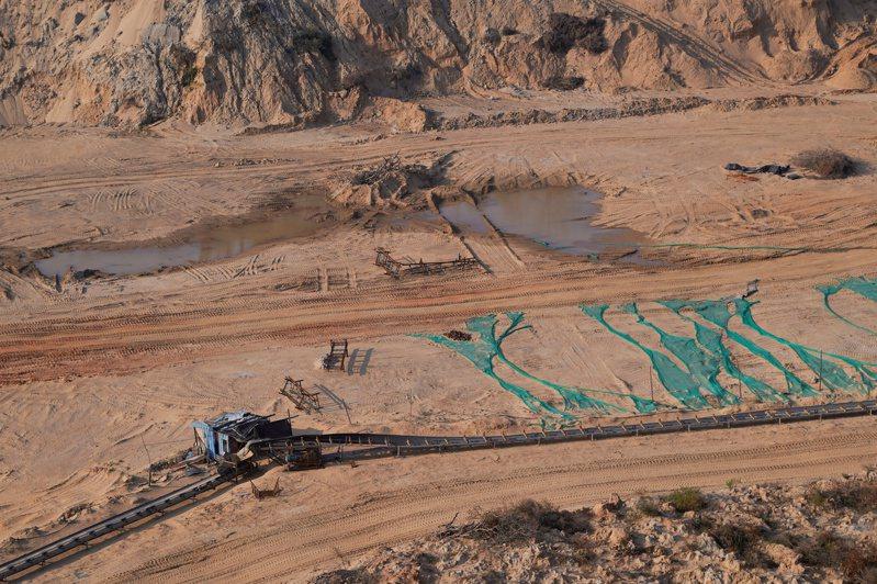 聯合國專家警告,全球用砂量過去20年間增加二倍,恐面臨砂土短缺。(路透)