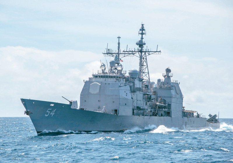 美軍預計明年起汰換十一艘配備神盾戰鬥系統的提康德羅加級巡洋艦,傳國軍有望接收。圖為美國「安提坦號」巡洋艦在南海巡航的檔案照。(美聯社)
