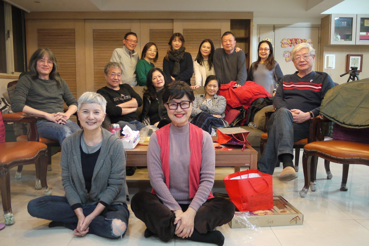 高愛倫(前右)人緣好,很多演藝人員、影帝影后都是她好朋友。圖/高愛倫提供
