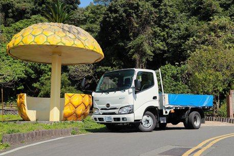價差40萬,還能載重1,480kg!台灣特規日野Hino 200三噸半貨車試駕