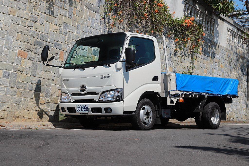 延續日野Hino 300在市場上的好評以及保值等特點,Hino 200系列不僅保...