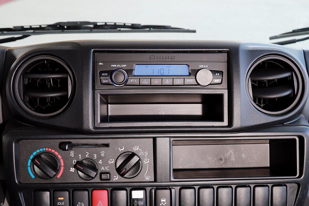 多功能12V音響雖然配有一個USB插槽,但是主要是給音源輸入使用且車內僅有一個1...
