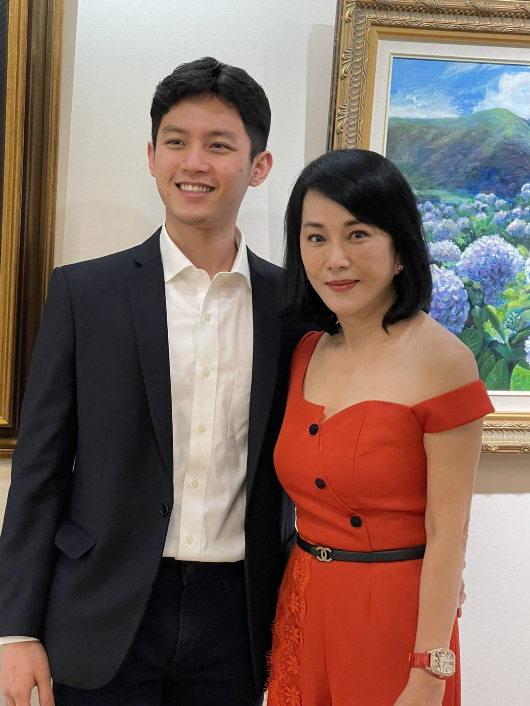 邱于庭(右)帶23歲帥兒John首度曝光。記者楊起鳳/攝影