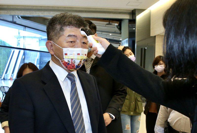新冠肺炎疫情緊繃,衛生福利部長陳時中假日仍連趕行程,出席憂鬱症關懷音樂會《青春不憂鬱》活動。 記者林俊良/攝影