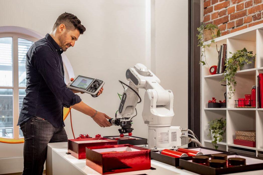 ABB_CRB 15000 GoFa協作機器人無需編程基礎即可輕鬆進行操作,為中...