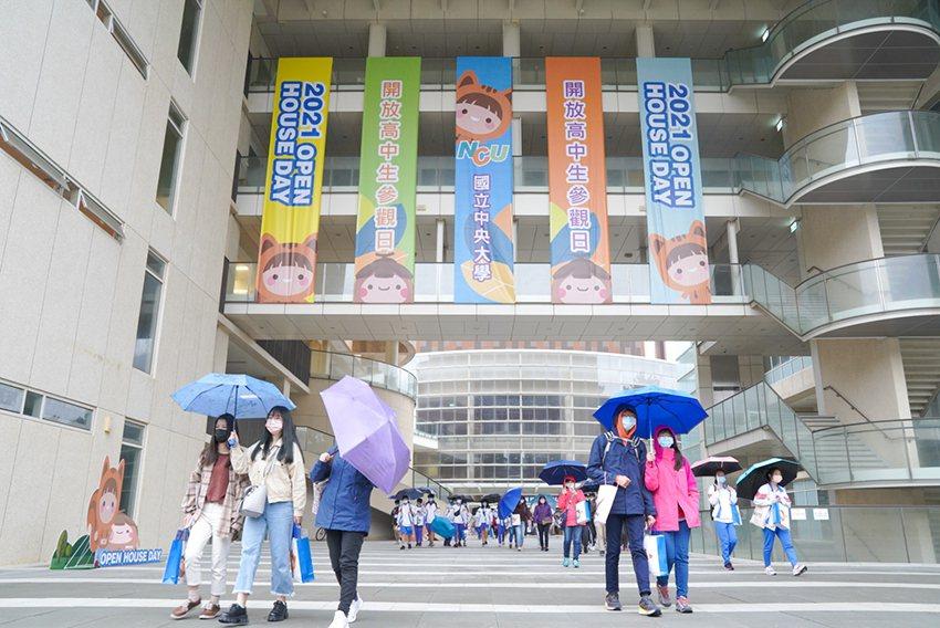 中央大學3月6日舉辦「2021 Open House Day」活動,有近400位...