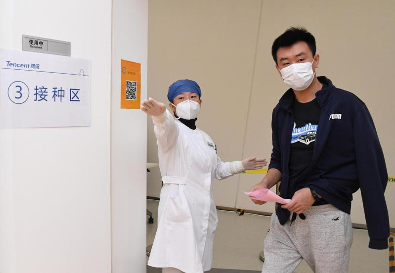 官方數據顯示,截至2月底,中國大陸累計接種COVID-19疫苗5200多萬劑次,接種率尚不足4%。 新華社