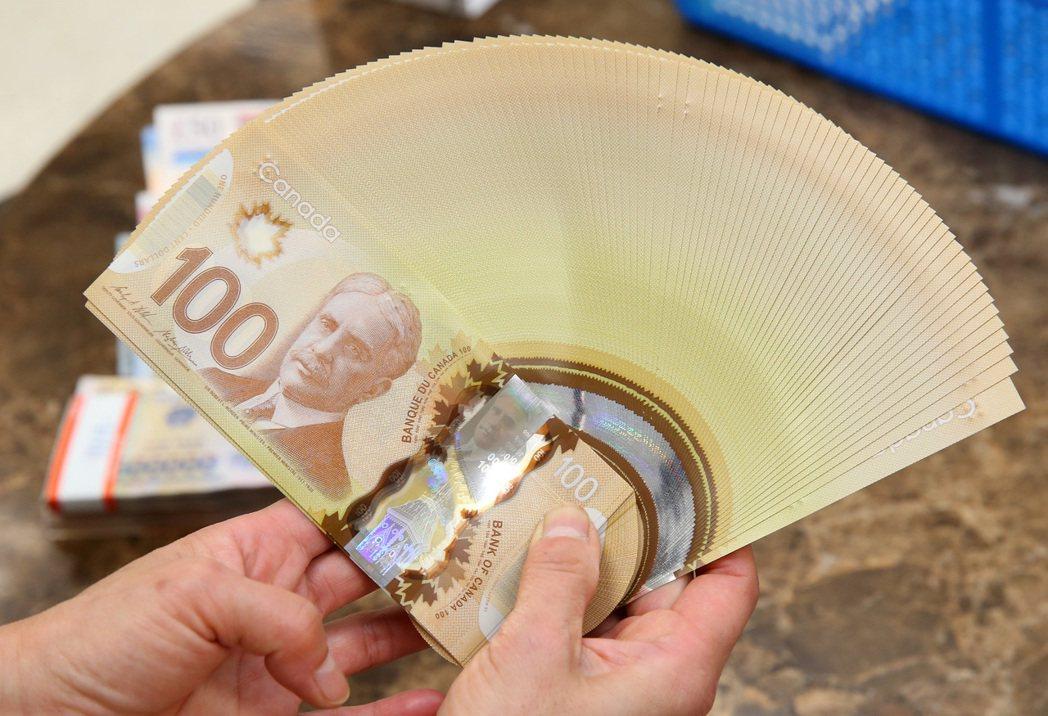 公股行庫外匯交易員預估,加幣下周緩貶機率大。記者林澔一/攝影