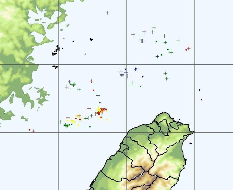 鄭明典表示,春雷接近中,雖然還偏北在海上,但是組織性對流特徵出現了。圖/取自鄭明典臉書