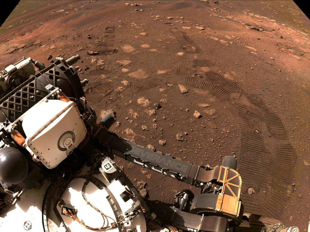 火星探測器「毅力號」(Perservance)4日成功在火星上進行首次試駕。路透